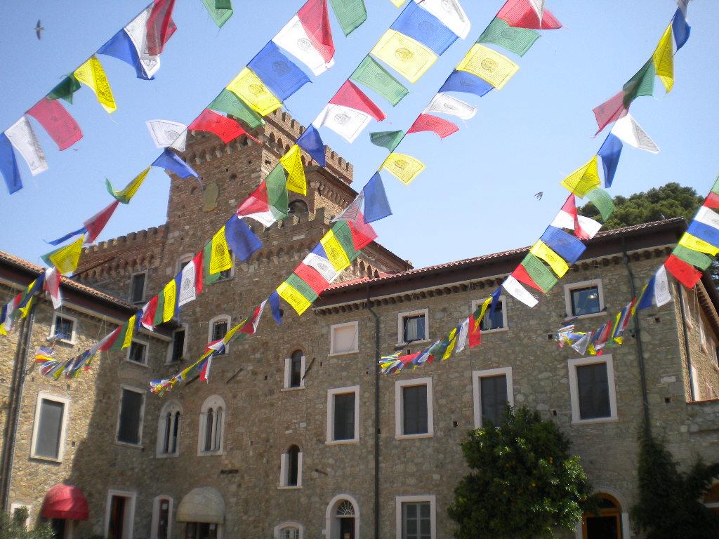 Iltk Calendario.Buddhismo In Toscana Nel Piccolo Tibet Di Pisa Frazione Pomaia